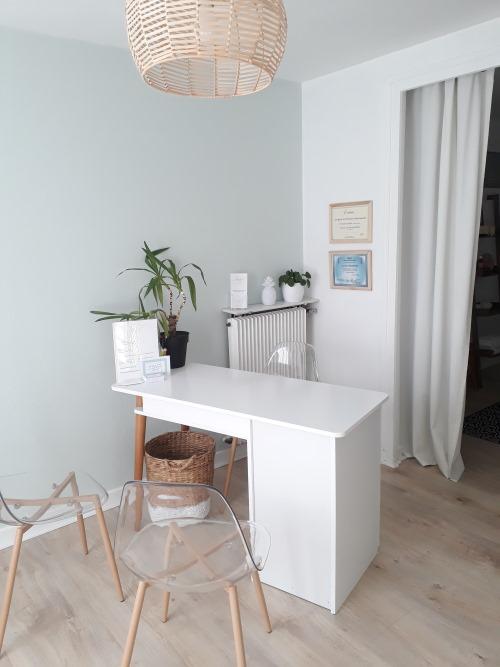 cabinet aurelie humbert naturopathie sophrologie massages aix les bains bureau 2